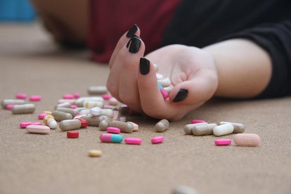 Zaburzenia odżywiania zwiększają prawdopodobieństwo prób samobójczych [fot. Hasty Words z Pixabay]