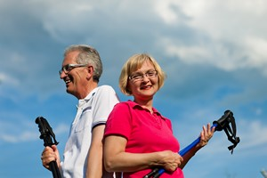 Zacznij �wiczy� nordic walking [© Kzenon - Fotolia.com]