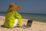 Zadbaj o laptopa na urlopie [© Tim Scott - Fotolia.com]