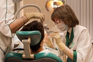 Zadbaj o serce - odwiedź dentystę [© maxcam - Fotolia.com]