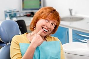 Zadbane zęby w starszym wieku: implanty czyli sztuczne korzenie [© rh2010 - Fotolia.com]