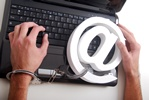 Zaginieni w sieci... uzależnienie od Internetu realnym problemem [© Paty Wingrove - Fotolia.com]
