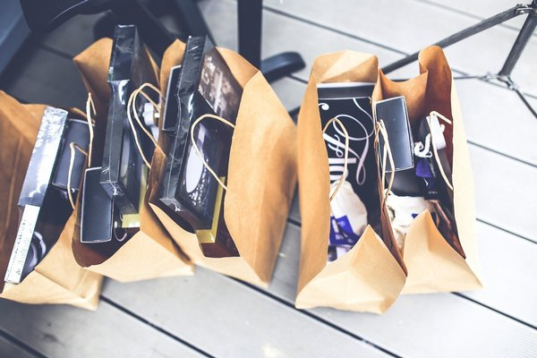 Zakupoholizm - w świątecznym czasie zaburzenie szczególnie daje o sobie znać [fot. Karolina Grabowska z Pixabay]