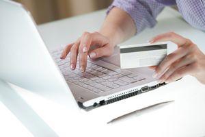 Zakupy przez Internet. Konsument ma coraz więcej praw [© Vladimir Gerasimov - Fotolia.com]