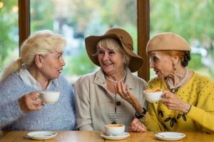 Zaledwie godzina rozmowy tygodniowo pomaga chorym na demencję [Fot. DenisProduction.com - Fotolia.com]