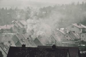 Zanieczyszczenie powietrza jest śmiertelne - szczególnie zagraża ludziom starszym [Fot. Grzegorz Polak - Fotolia.com]