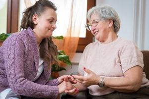 Zaufanie przychodzi wraz z wiekiem? Seniorzy pok�adaj� wi�ksz� ufno�� w innych [© Hunor Kristo - Fotolia.com]