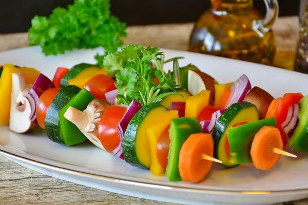 Zdrowa dieta powstrzymuje starzenie się mózgu [fot. RitaE z Pixabay]
