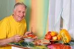 Zdrowe nawyki żywieniowe ważne dla mężczyzn po 45 roku życia  [© Maya Kruchancova - Fotolia.com]