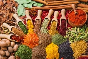 Zdrowe przyprawy w zdrowej kuchni [Fot. andriigorulko - Fotolia.com]