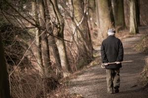 Żeby żyć dłużej, trzeba wychodzić z domu. Codziennie [Fot. Kadmy - Fotolia.com]