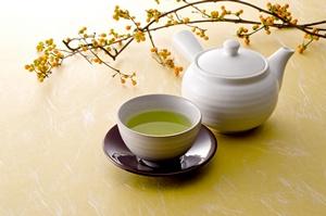 Zielona herbata pomaga poprawić humor  [©  kim - Fotolia.com]