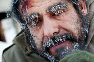 Zimowe chłody: wystarczy jeden telefon, by uratować komuś życie [Fot. VILevi - Fotolia.com]
