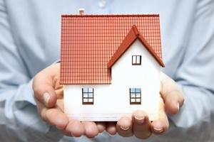 Złodzieje nie mają wakacji. Jak zabezpieczyć dom przed wyjazdem na urlop? [© alphaspirit - Fotolia.com]