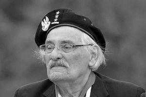 Zmar� ostatni ocala�y wi�zie� obozu w Treblince [Samuel Willenberg fot. Adrian Grycuk, CC BY-SA 3.0, Wikimedia Commons]