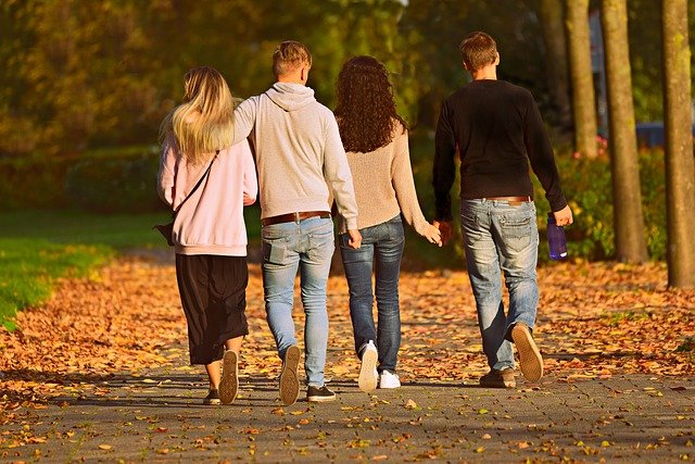 Zwiazek dużo zyskuje dzięki wspólnym przyjaźniom [fot. Mabel Amber, who will one day from Pixabay]