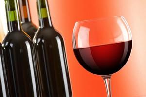 Związek w czerwonym winie pomocny w walce z Alzheimerem [© monticellllo - Fotolia.com]