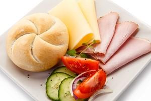 Śniadania PolakÃłw: jemy szybko i najczęściej to samo [© Jacek Chabraszewski - Fotolia.com]